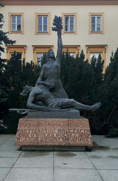 235_FEA_Woman_statues-03