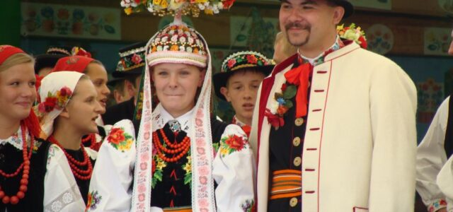 A Feast of Color. Polish Wedding Traditions
