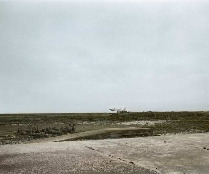 Agnieszka Rayss ,Landscape with Resting Soldiers, 2019, photography, 100x120 cm (courtesy of the artist and Instytut Fotografii Fort)